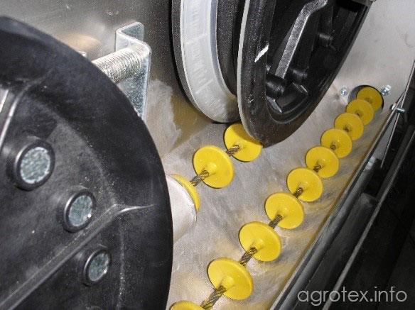 У приводі встановлені електродвигун з редуктором